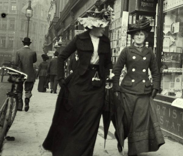 Strolling-on-Grafton-street-Dublin-1904c