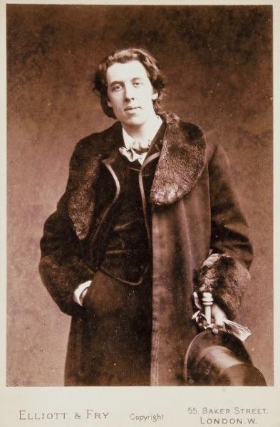Oscar-Wilde-in-Fur-Coat-18812