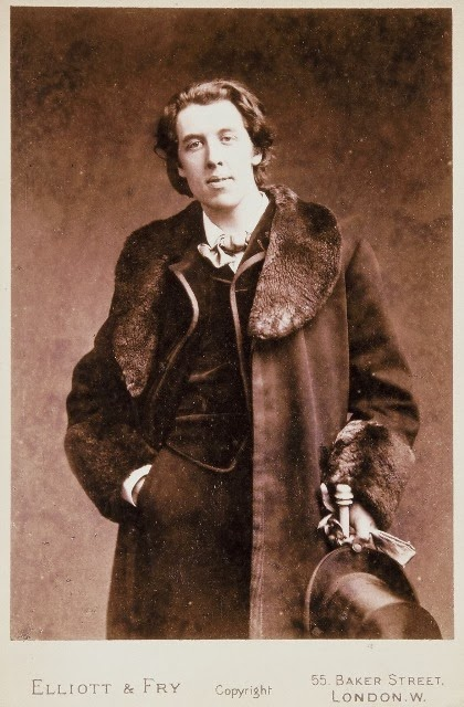 Oscar-Wilde-in-Fur-Coat-18812